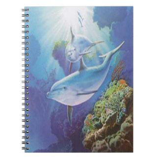 Cuaderno espiral del delfín del agua