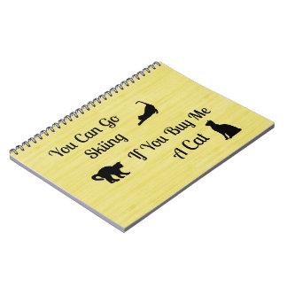Cuaderno espiral del gato divertido del esquí