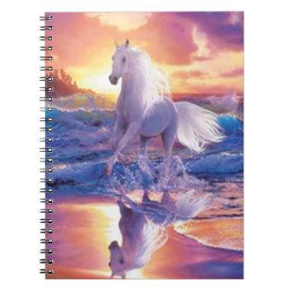 Cuaderno espiral del semental blanco