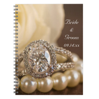 Cuaderno espiral oval del anillo de diamante