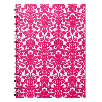 Cuaderno floral adornado de las rosas fuertes del