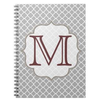 Cuaderno gris de la inicial del monograma de