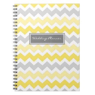 Cuaderno gris de los galones del amarillo del plan