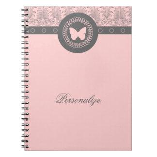 Cuaderno gris y rosado de la mariposa