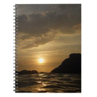Cuaderno hawaiano de la puesta del sol del oro líq