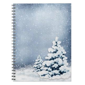 Cuaderno lindo de los árboles de pino Nevado