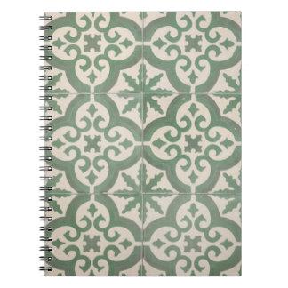 Cuaderno marroquí verde y blanco de la teja