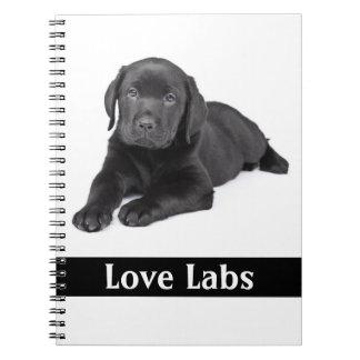 Cuaderno negro del perrito del labrador retriever