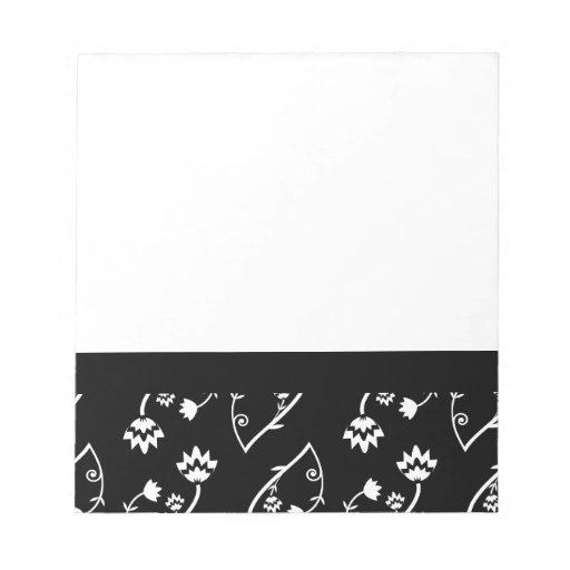 Cuaderno negro retro de las flores blancas blocs de notas
