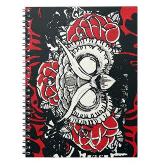 Cuaderno negro rojo del búho oscuro