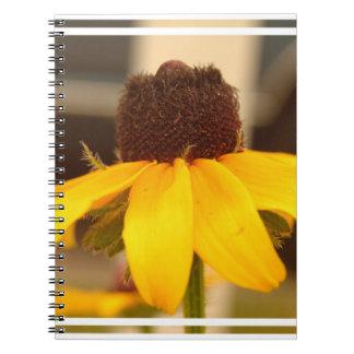 Cuaderno observado negro del flor de Susan