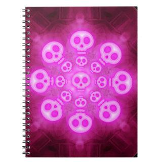 Cuaderno oscuro de los cráneos del rosa del carame