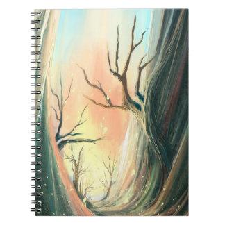 cuaderno oscuro de lujo del paisaje del árbol