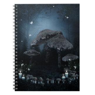 Cuaderno oscuro del anillo de la seta