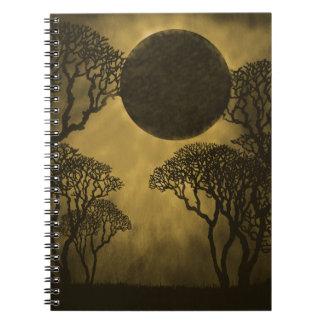 Cuaderno oscuro del eclipse del bosque, oro