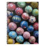 Cuaderno pintado a mano del huevo de Pascua