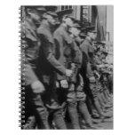 Cuaderno que marcha de los soldados del vintage