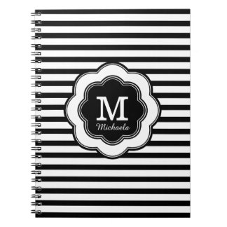 Cuaderno rayado blanco negro elegante del monogram