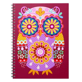 Cuaderno retro colorido lindo del búho
