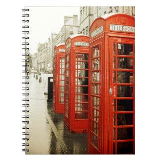 Cuaderno rojo de las cabinas de teléfono