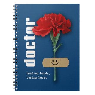 Cuaderno rojo del regalo del diseño del clavel par