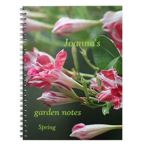 cuaderno rojo y blanco del jardín de flores del ma