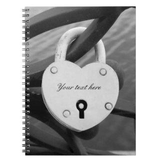 Cuaderno romántico de la foto de la cerradura del