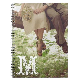 Cuaderno romántico de la inicial del monograma del