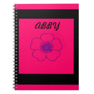 cuaderno rosado y negro de la foto