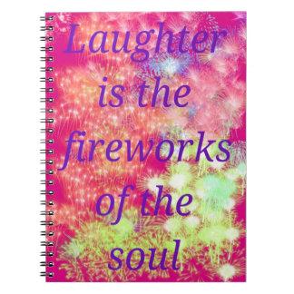 Cuaderno rosado y púrpura con los fuegos