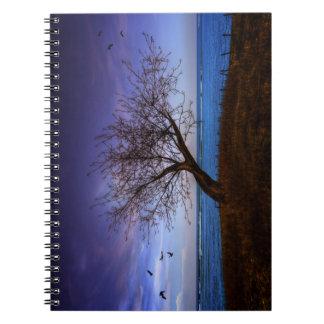 Cuaderno solitario del árbol