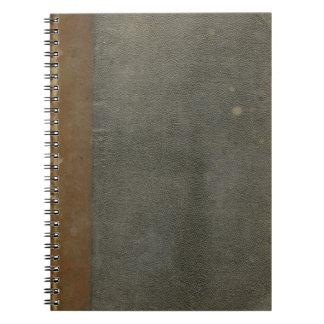Cuaderno sucio de la cubierta de libro viejo