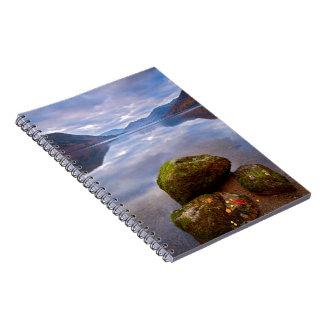 Cuaderno tranquilo del lago