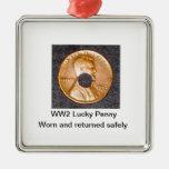 CUADRADO afortunado del ornamento del penique WW2  Adorno De Reyes