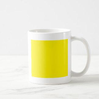 Cuadrado amarillo taza básica blanca