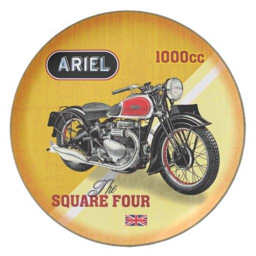Cuadrado cuatro de las motocicletas de Ariel Plato