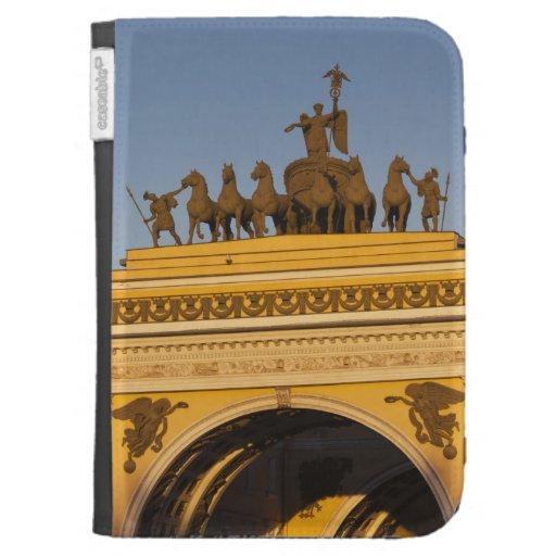Cuadrado de Dvortsovaya, arco triunfal, puesta del
