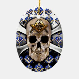 Cuadrado del cráneo y de los huesos y negro y adorno ovalado de cerámica