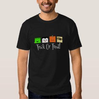Cuadrado del truco o de la invitación cuatro camisas