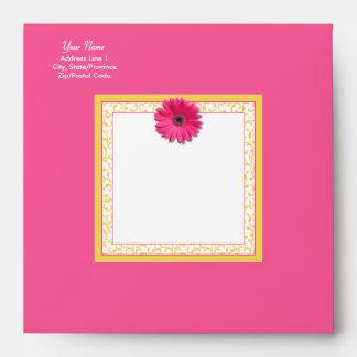 Cuadrado floral del Gerbera del amarillo rosado de Sobre