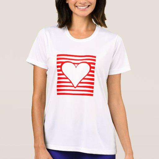Cuadrado horizontal rojo del corazón de las rayas camiseta