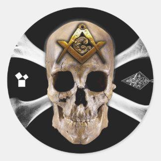 Cuadrado masónico del cráneo y del compás de los pegatina redonda
