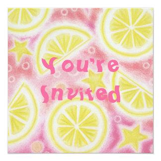 Cuadrado rosado de la invitación de los limones de