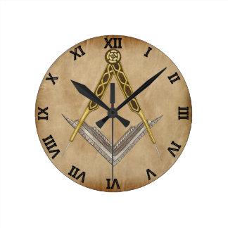 Cuadrado y compás con todo el ojo que ve reloj redondo mediano