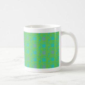 cuadrados azules del verde de la lavanda taza clásica