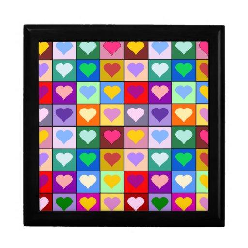 Cuadrados del corazón del arco iris cajas de recuerdo