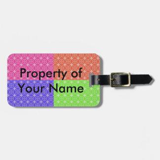 Cuadrados en colores pastel etiquetas para maletas