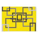 Cuadrados grises retros en amarillo invitación 12,7 x 17,8 cm