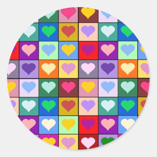 Cuadrados multicolores del corazón pegatina redonda