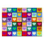 Cuadrados multicolores del corazón tarjetas